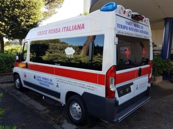 Il Cardinale Sepe dona una nuova autoambulanza al Servizio Trasporto Emergenza Neonatale del Policlinico Federico II